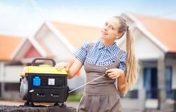Arbeitskraftfrau mit Ausrüstung Lizenzfreies Stockfoto