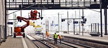 Arbeitskraftreparatur die Kettenlinie Stockfotografie