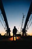 Arbeitskraftschattenbild auf Baustelle Lizenzfreie Stockbilder