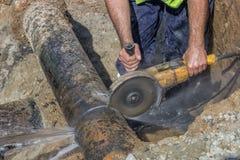 Arbeitskraftschnittabschnitt der Wasserleitung Stockbild