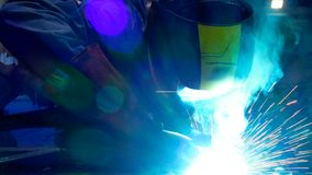 Arbeitskraftschwei?en in einer Fabrik stock video footage