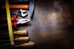 Arbeitskrafttabelle mit Instrumenten stockfoto