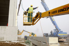 Arbeitskräfte auf Baustelle Stockbild