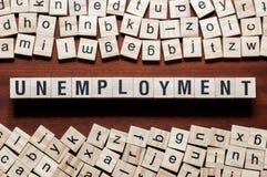 Arbeitslosigkeitswortkonzept auf Würfeln stockbilder