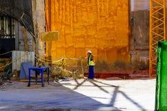 Arbeitsmann auf Baustelle stockfotos