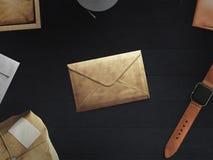Arbeitsplatz bestanden aus Postpaket Stockbilder