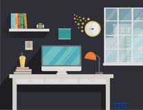 Arbeitsplatz in der flachen Art mit Computer und langem Schatten Stockfotografie