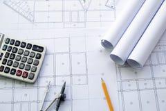 Arbeitsplatz des Architekten - Architekturprojekt, Pläne, blau stockfotos