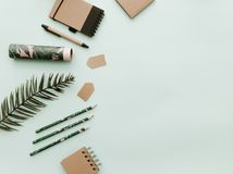 Arbeitsplatz für Designer, Bloggers mit botanischen Elementen Stockfoto