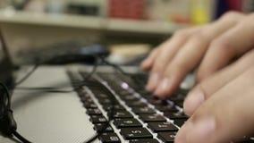 Arbeitsplatz im Büro stock video footage