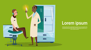 ARBEITSPLATZ-Krankenhaus-Medizin-Sorgfalt Arzt-Examinig Patient Clinic Innen Lizenzfreies Stockfoto