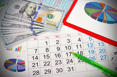 Arbeitsplatz mit Kalender lizenzfreies stockfoto