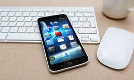 Arbeitsplatz mit modernem Handy Lizenzfreies Stockbild