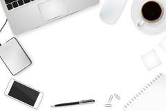 Arbeitsplatz mit Technologiegerät Stockfoto