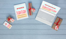 Arbeitsplatz von Netz Designer am Valentinsgruß-Tag Lizenzfreie Stockfotografie