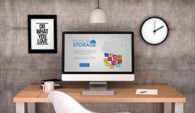 Arbeitsplatzcomputerwolkenspeicherwebsite Stockfoto