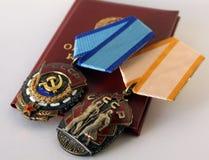 Arbeitspreise der UDSSR ` Ausweis von Ehre- ` und ` rote Fahne von Arbeits-` Stockbilder