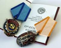 Arbeitspreise der UDSSR ` Ausweis von Ehre- ` und ` rote Fahne von Arbeits-` Stockfotos