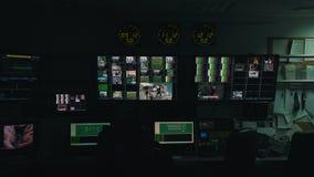 Arbeitsprozeß in Fernsehleitstelle stock video footage