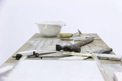 Arbeitstabelle mit Werkzeugen Stockfotos