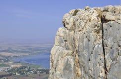 Arbel de support et mer de la Galilée   Image libre de droits