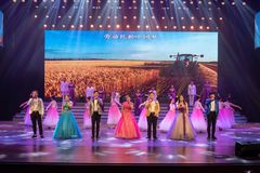 Arbeta för att lyfta den kinesiska Dröm-Folk för den kinesiska drömmen- sången Royaltyfria Bilder