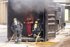 Arbeta för brandmän royaltyfri foto