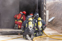 Arbeta för brandmän royaltyfri bild
