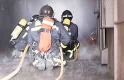 Arbeta för brandmän fotografering för bildbyråer