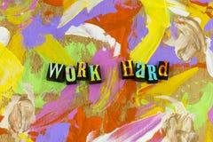 Arbeta f?rs?k f?r det h?rda jobbet f?r att l?ra smart teamworkframg?ng arkivbild