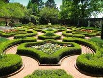 arbeta i trädgården den historiska slotten Arkivfoto
