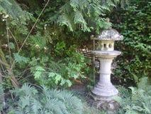 arbeta i trädgården den japanska lyktan Royaltyfri Foto