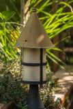 arbeta i trädgården den japanska lyktan Arkivbild