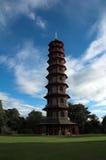 arbeta i trädgården den kewlondon pagodaen uk Arkivbild