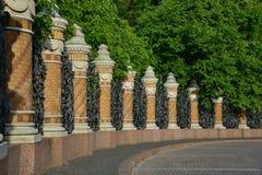arbeta i trädgården den mikhailovsky väggen Arkivfoton