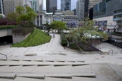 Arbeta i trädgården designer Robson Square Vancouver arkivfoton