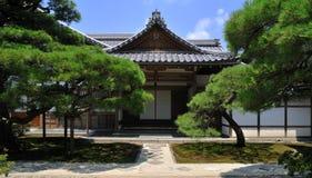 arbeta i trädgården det kyoto silvertempelet Arkivbild