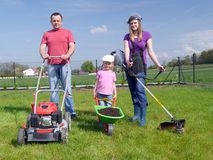Arbeta i trädgården för familj Arkivfoto
