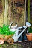 arbeta i trädgården gammala hjälpmedel Royaltyfria Foton