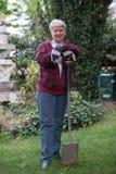 arbeta i trädgården hög kvinna Arkivfoto