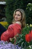 arbeta i trädgården kvinnan Fotografering för Bildbyråer