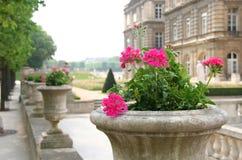 arbeta i trädgården luxembourg Arkivbilder