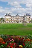 arbeta i trädgården luxembourg royaltyfria foton