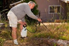 arbeta i trädgården pensionär Royaltyfri Fotografi