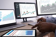 arbeta om Analyticsstatistik för hårda data affären för information Technol fotografering för bildbyråer