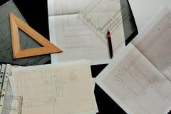 Arbeta på en teknisk teckning Arkivfoton