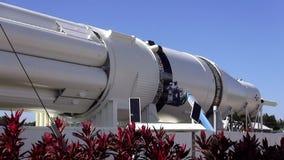 Arbeta på ett utrymme Rocket Kennedy Space Center CAPE CANAVERAL, FLORIDA OKTOBER 18, 2015 arkivfilmer