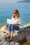 Arbeta vid havet Fotografering för Bildbyråer