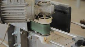 Arbetande elektrisk motor p? en fabriksmaskin lager videofilmer