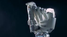 Arbetande handprotes Futuristiskt cyborgarmbegrepp arkivfilmer